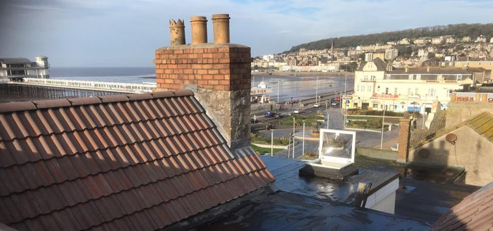Combination of flat roof with slate roof section