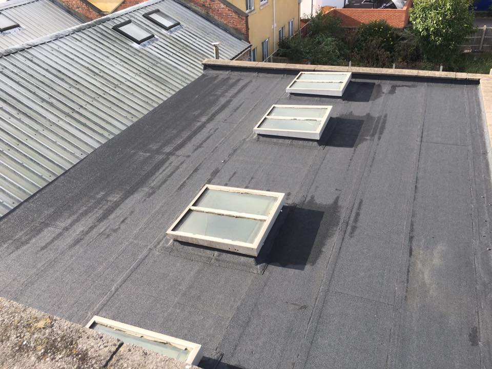 Flat rubber roofing
